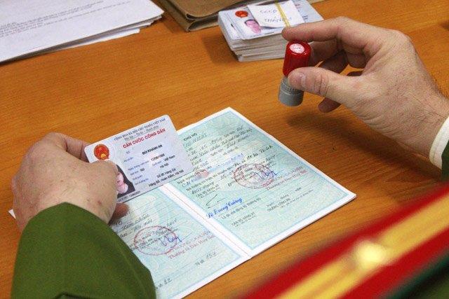 Thủ tục đổi thẻ căn cước khi đến tuổi bắt buộc phải đổi thẻ - Ảnh 1.