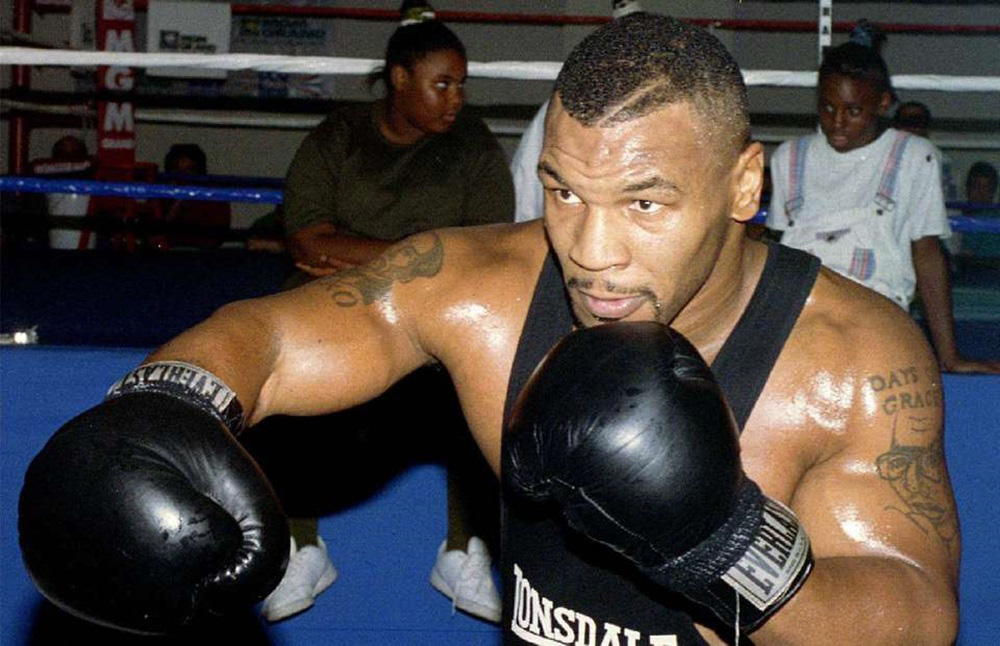 """Ở tuổi 18, Mike Tyson đã thể hiện """"sự khát máu"""" đáng sợ khi hạ gục đối thủ - Ảnh 2."""