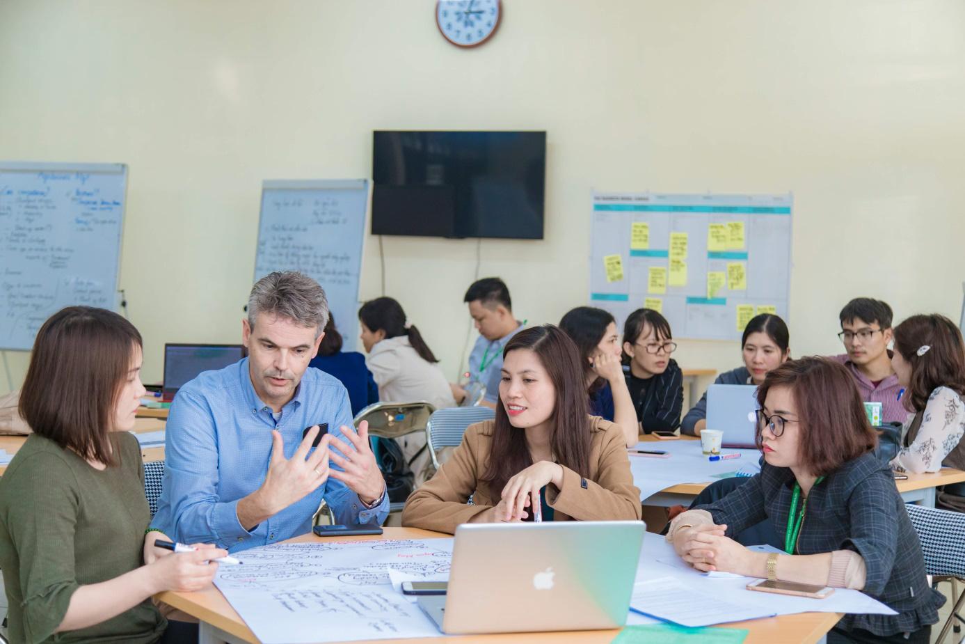 Học quản lý hợp tác xã ở đất nước chỉ có 2.500 hợp tác xã nhưng góp 18% GDP - Ảnh 3.