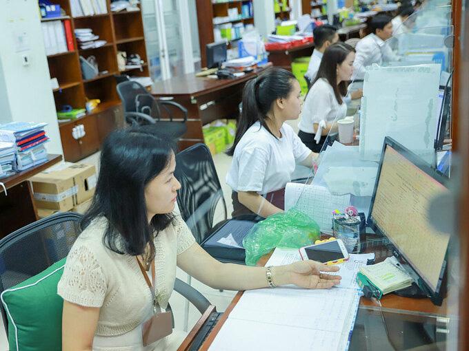 20 lãnh đạo ở Đà Nẵng xin nghỉ việc trước tuổi - Ảnh 1.