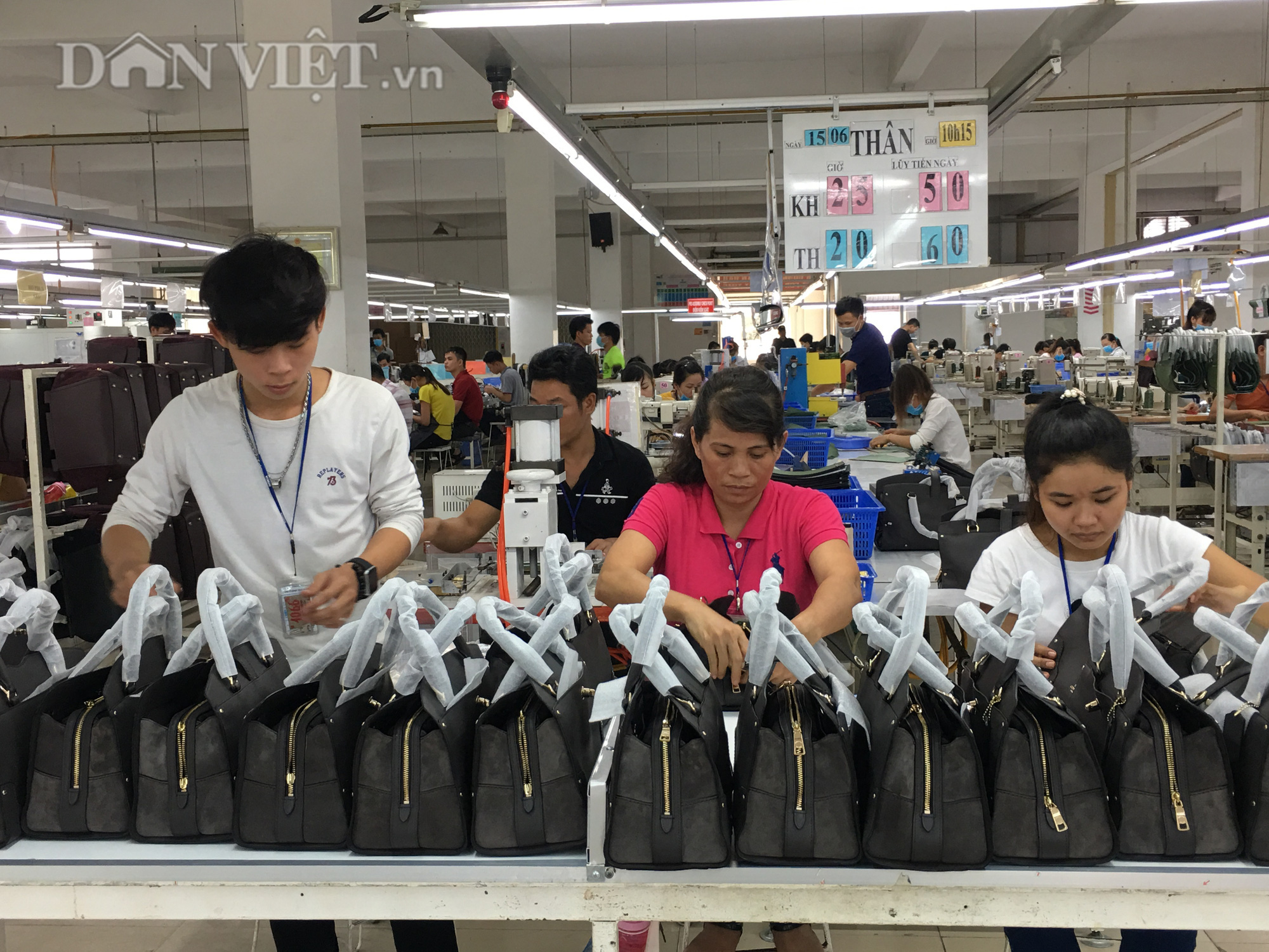 Xuất khẩu giày dép Việt Nam năm 2020 sẽ trên 20 tỷ USD - Ảnh 1.
