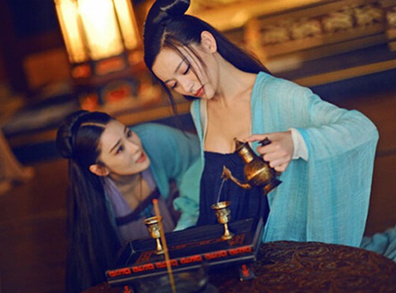"""Kỳ lạ chuyện Thái hậu cùng con dâu tình nguyện làm kỹ nữ lầu xanh: Thời còn tại vị đã chơi chiêu bài """"Ông ăn chả, bà ăn nem"""" với Hoàng đế - Ảnh 3."""
