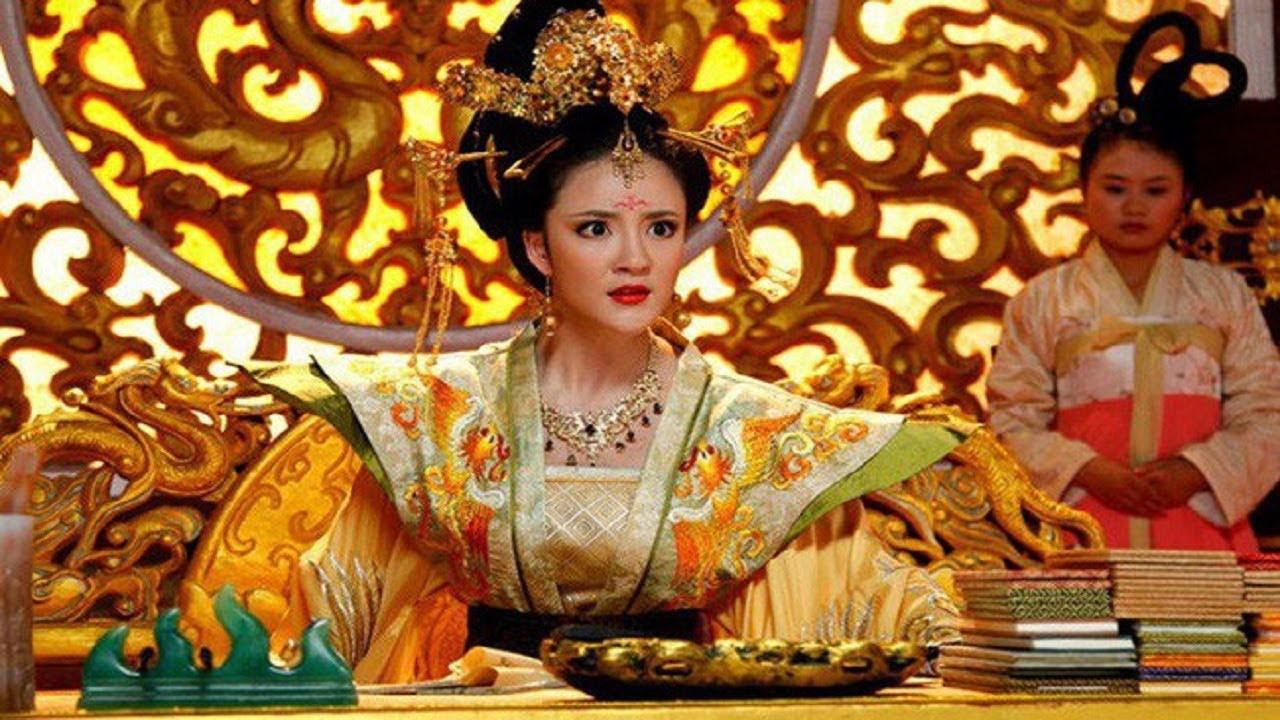"""Vị Hoàng hậu xinh đẹp có đòn ghen kinh người, chồng sợ """"mất mật"""", bố chồng cũng ngậm hờn - Ảnh 2."""