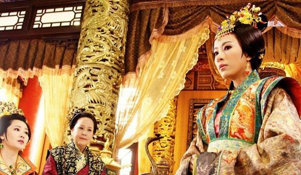 """Vị Hoàng hậu xinh đẹp có đòn ghen kinh người, chồng sợ """"mất mật"""", bố chồng cũng ngậm hờn - Ảnh 3."""