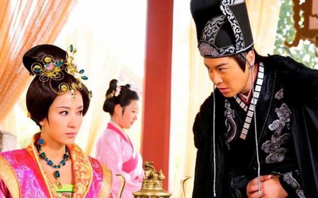 """Vị Hoàng hậu xinh đẹp có đòn ghen kinh người, chồng sợ """"mất mật"""", bố chồng cũng ngậm hờn - Ảnh 4."""