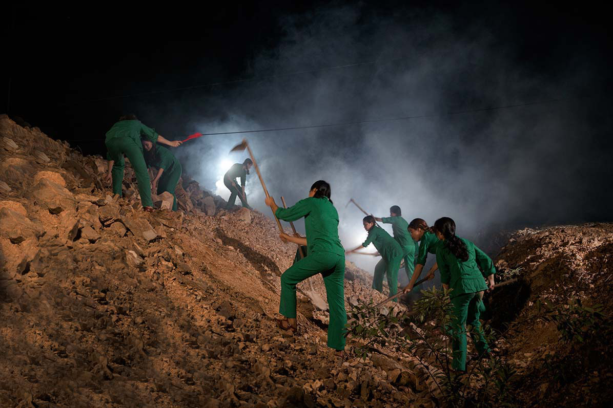 Xúc động với 3 MV tri ân các anh hùng liệt sĩ của ca sĩ Huyền Trang   - Ảnh 2.