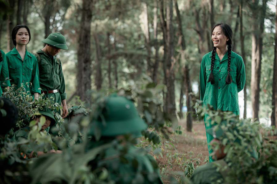 Xúc động với 3 MV tri ân các anh hùng liệt sĩ của ca sĩ Huyền Trang   - Ảnh 1.
