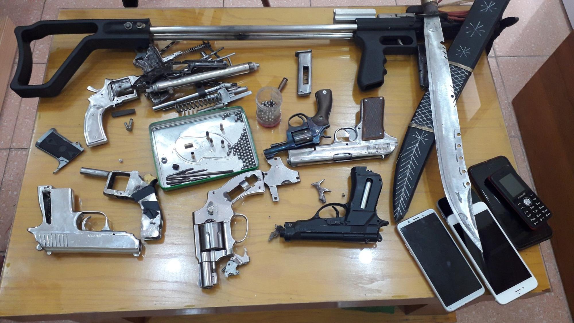 Quảng Ninh: Khởi tố 2 đối tượng mua bán ma túy, vũ khí quân dụng - Ảnh 2.