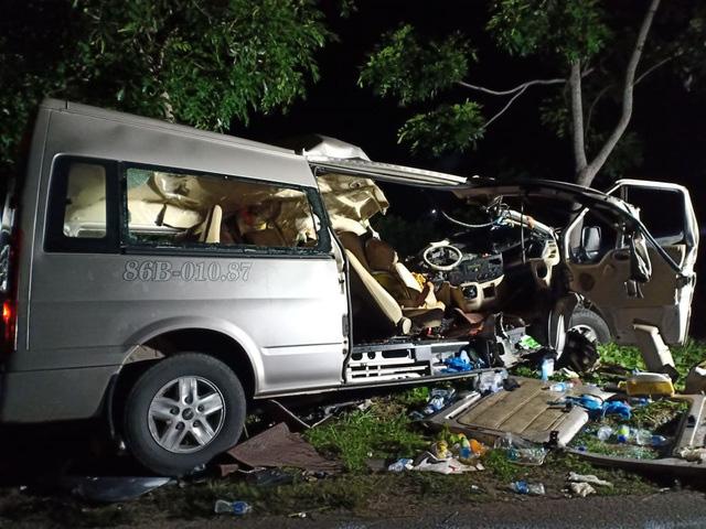 Bình Thuận: Xe khách và xe tải tông nhau trong đêm, 8 người chết - Ảnh 3.