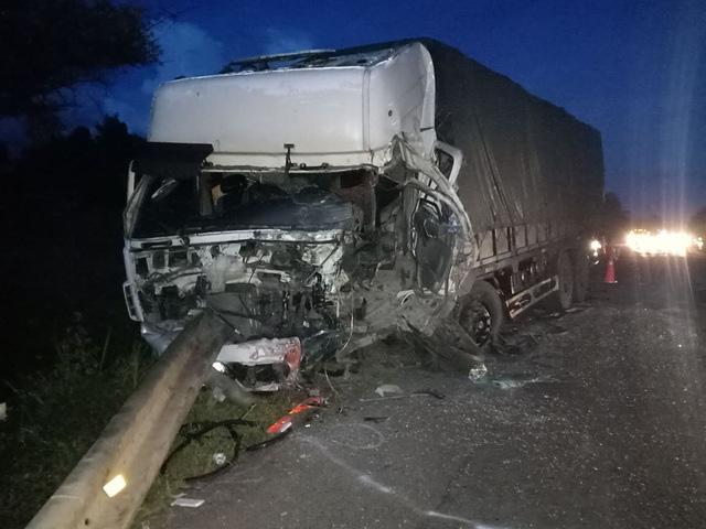 Bình Thuận: Xe khách và xe tải tông nhau trong đêm, 8 người chết - Ảnh 4.