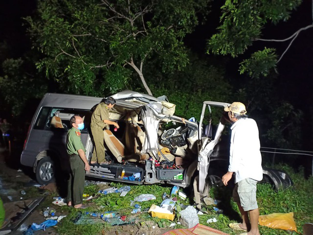 Bình Thuận: Xe khách và xe tải tông nhau trong đêm, 8 người chết - Ảnh 5.