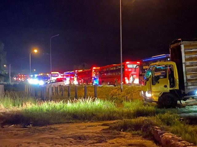 Bình Thuận: Xe khách và xe tải tông nhau trong đêm, 8 người chết - Ảnh 6.