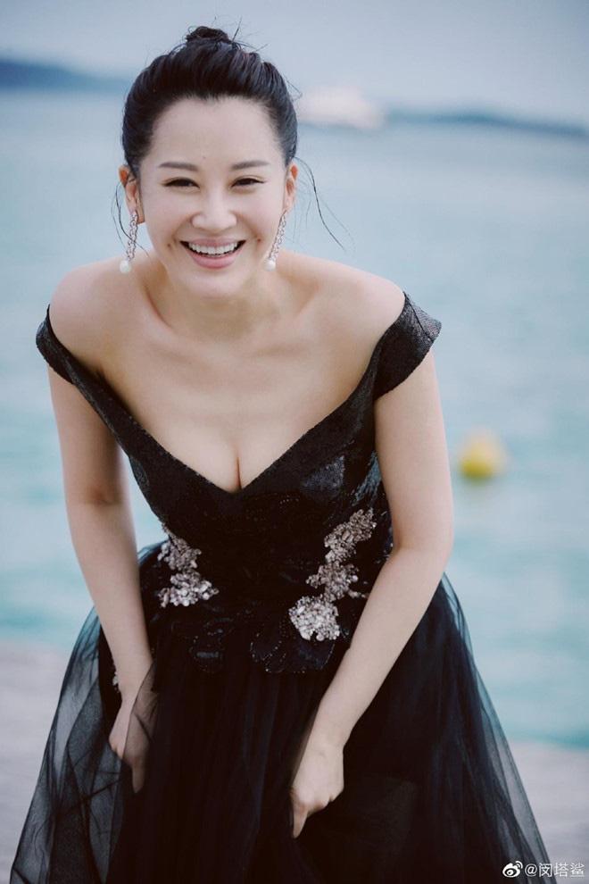 """""""Thánh Cô đẹp nhất màn ảnh"""" Trung Quốc khiến đại gia mê đắm, vẫn lẻ bóng ở tuổi 51 là ai? - Ảnh 6."""