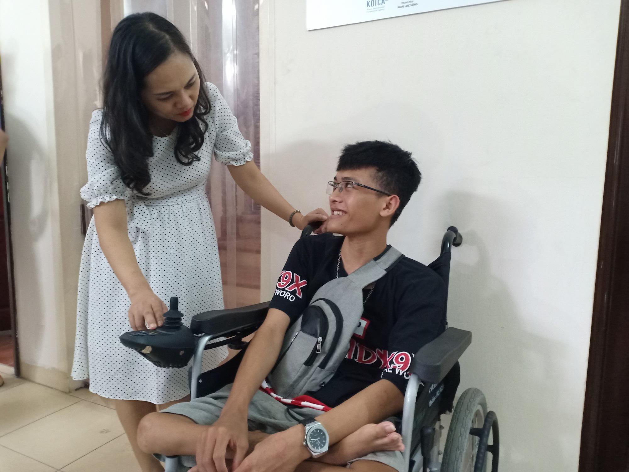 Hàng trăm suất cơm nghĩa tình đến với người bệnh và trẻ khuyết tật - Ảnh 5.