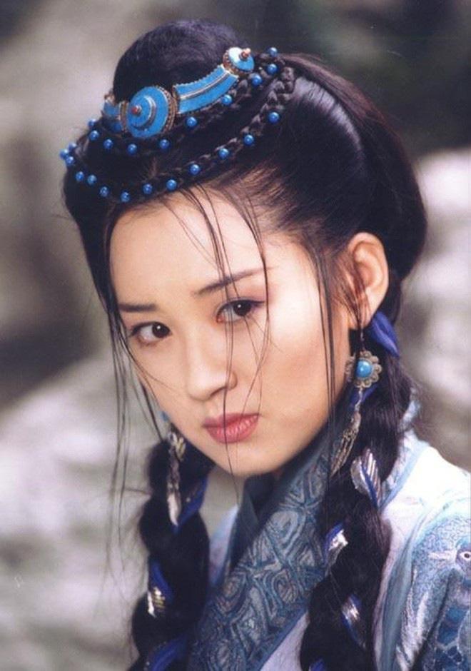 """""""Thánh Cô đẹp nhất màn ảnh"""" Trung Quốc khiến đại gia mê đắm, vẫn lẻ bóng ở tuổi 51 là ai? - Ảnh 1."""