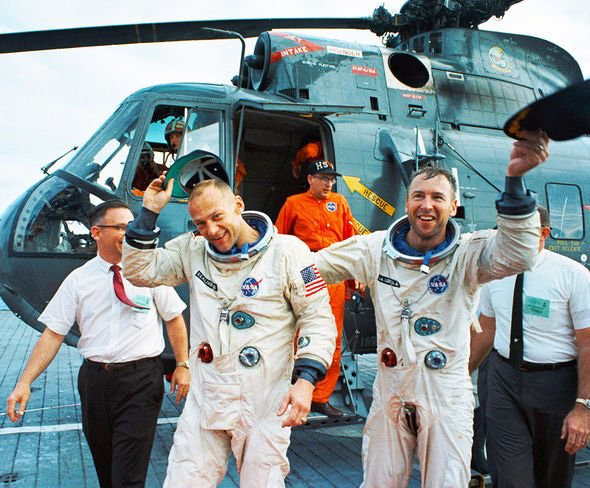 Jim Lovell trả lời những nghi vấn về cuộc đổ bộ Mặt trăng của Apollo 13 - Ảnh 2.