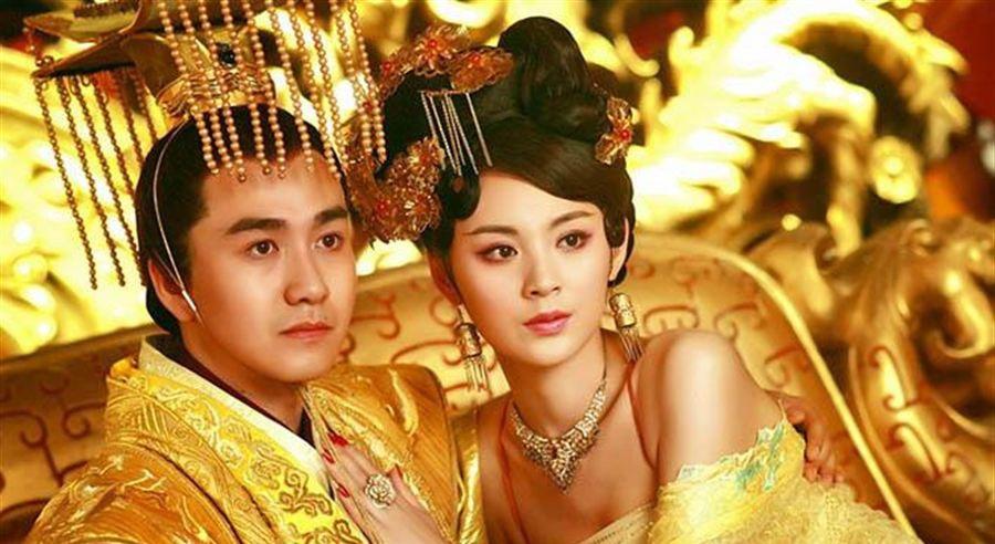 Hoàng hậu nhân lúc chị gái ngã bệnh thì dan díu với anh rể Hoàng đế đến mức bị từ mặt và cái kết nhục nhã bi thảm, lìa đời khi mới 28 tuổi - Ảnh 2.
