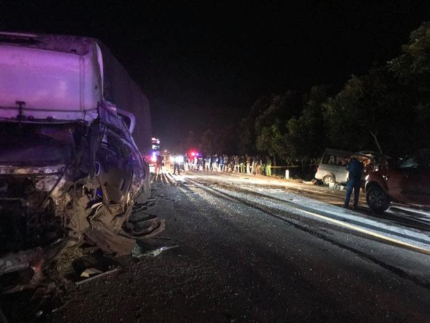 Vụ tai nạn 8 người chết ở Bình Thuận: Công an kiến nghị mở rộng đường, lắp dải phân cách cứng - Ảnh 2.