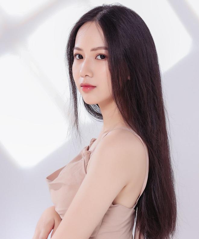 """Nữ sinh 10X đẹp chuẩn """"thần tiên tỷ tỷ"""" thi Hoa hậu Việt Nam 2020 hiếm hoi mặc bikini quyến rũ - Ảnh 1."""