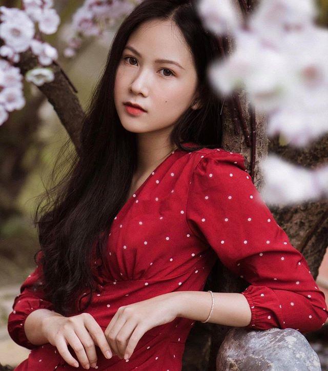 """Nữ sinh 10X đẹp chuẩn """"thần tiên tỷ tỷ"""" thi Hoa hậu Việt Nam 2020 hiếm hoi mặc bikini quyến rũ - Ảnh 11."""