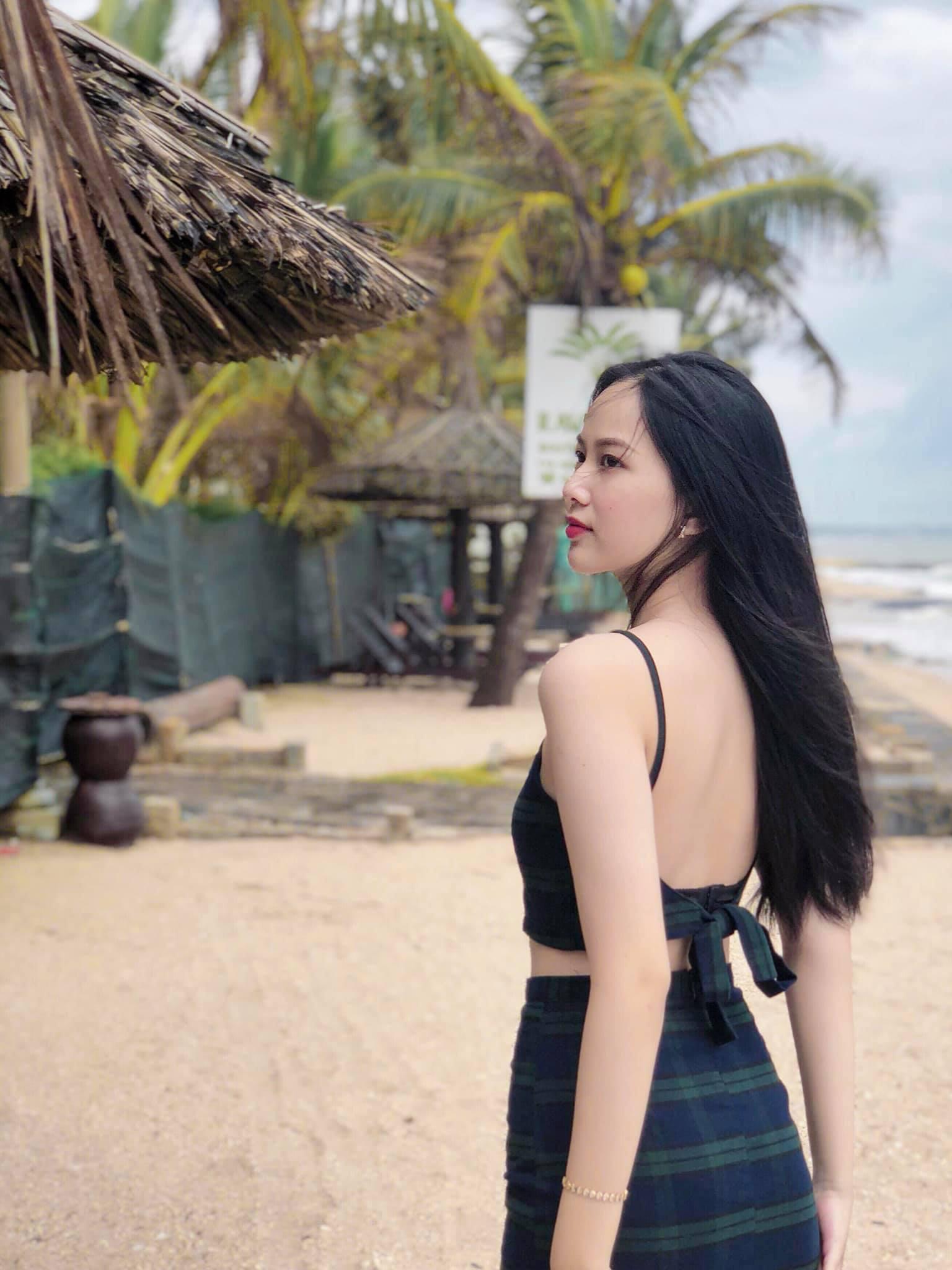 """Nữ sinh 10X đẹp chuẩn """"thần tiên tỷ tỷ"""" thi Hoa hậu Việt Nam 2020 hiếm hoi mặc bikini quyến rũ - Ảnh 9."""