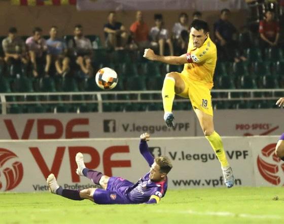 """CĐV đặc biệt nhất Nam Định """"tố cáo"""" dữ dội trọng tài V.League - Ảnh 1."""