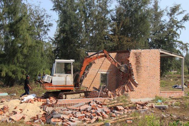 """Khu kinh tế Nhơn Hội: Giá đất tăng dẫn đến """"chiếm"""" đất - Ảnh 1."""