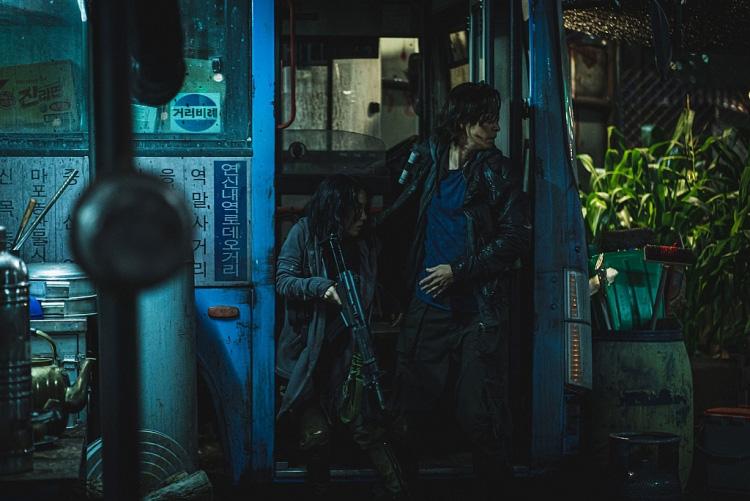 """Bom tấn """"Bán đảo"""" - Train to Busan 2/Peninsula hứa hẹn tái khởi động rạp chiếu Việt Nam và quốc tế - Ảnh 3."""