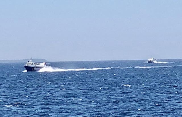 Quảng Ngãi: Khẩn cấp đưa hơn 2.100 khách rời đảo Lý Sơn về đất liền  - Ảnh 2.