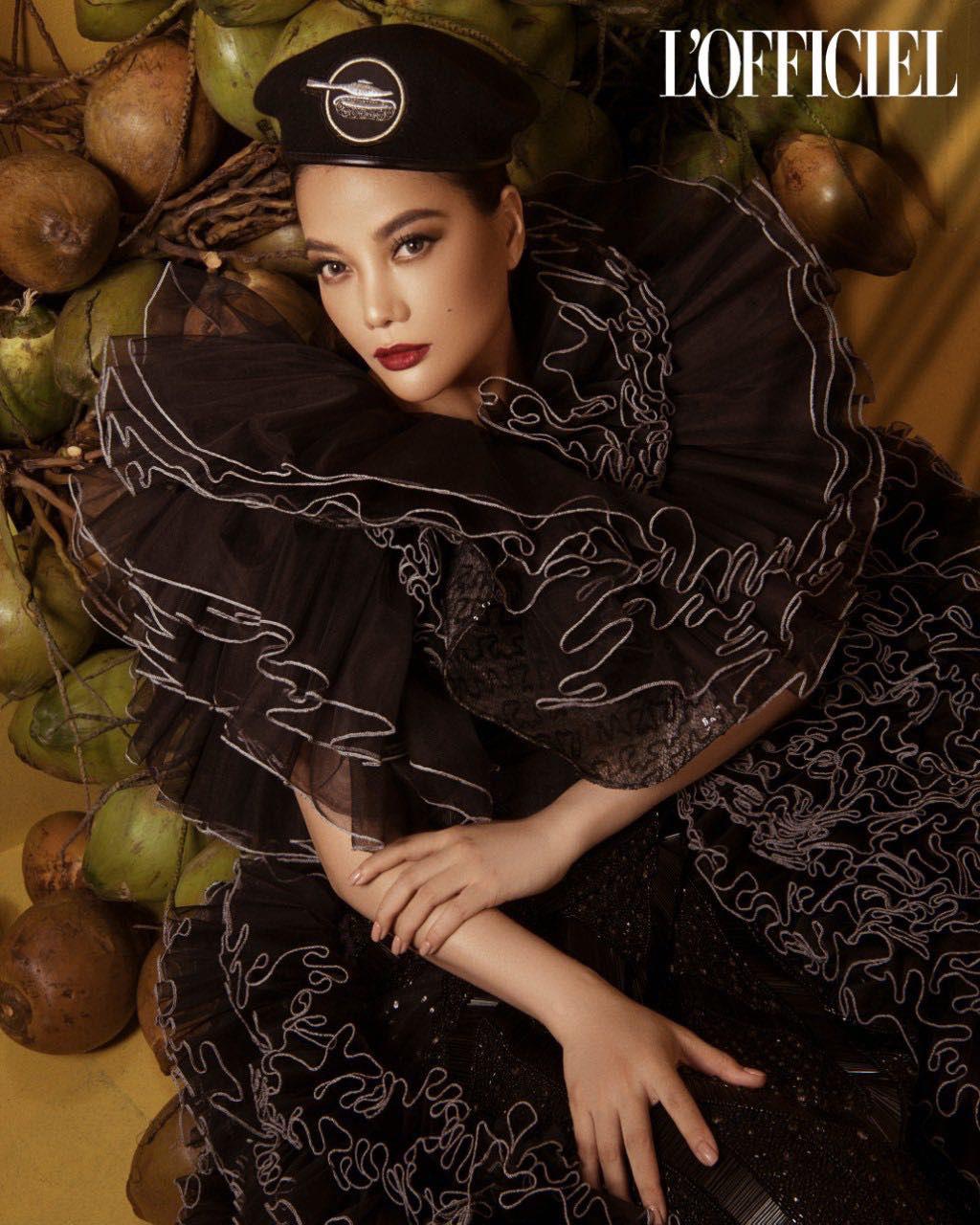 Trương Ngọc Ánh xuất hiện cá tính, quyến rũ trên trang bìa tạp chí của Nga   - Ảnh 1.
