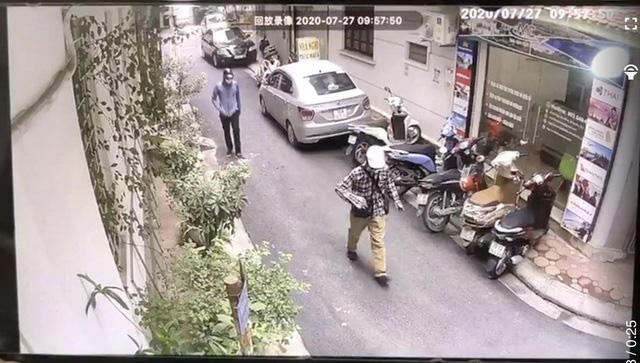 Hình ảnh 2 tên cướp trong vụ cướp ngân hàng tại Hà Nội - Ảnh 3.