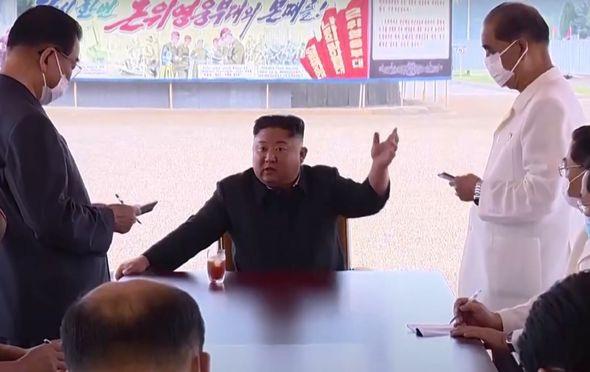 Ông Kim Jong-un nổi giận, trừng phạt quan chức Triều Tiên vì xây bệnh viện chậm? - Ảnh 2.