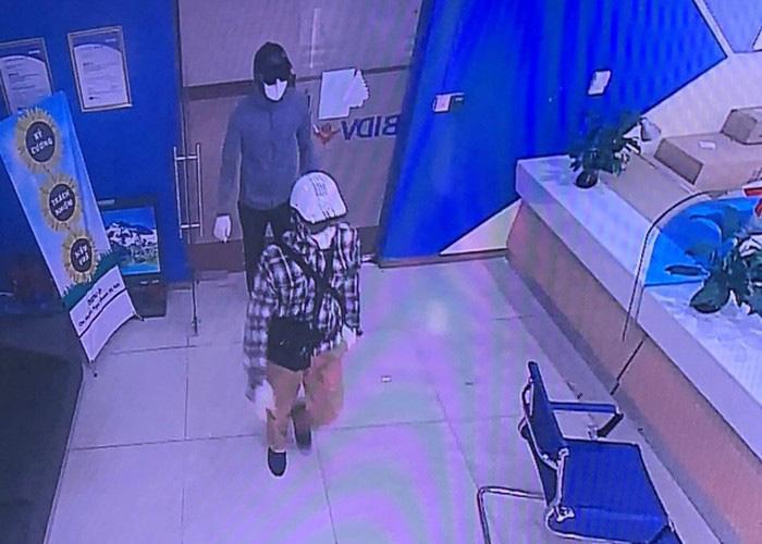 Thông tin mới vụ dùng súng cướp ngân hàng ở Hà Nội  - Ảnh 1.