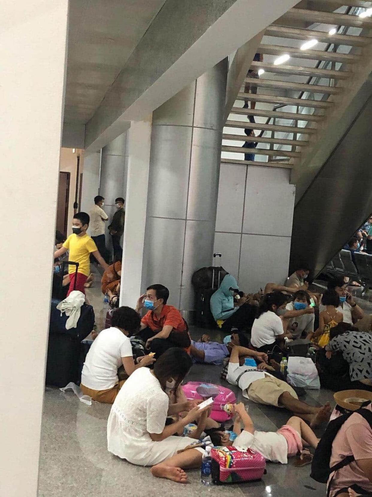 Công ty du lịch hỗ trợ khách mắc kẹt tại Đà Nẵng bằng đường bộ để trở về nhà - Ảnh 1.