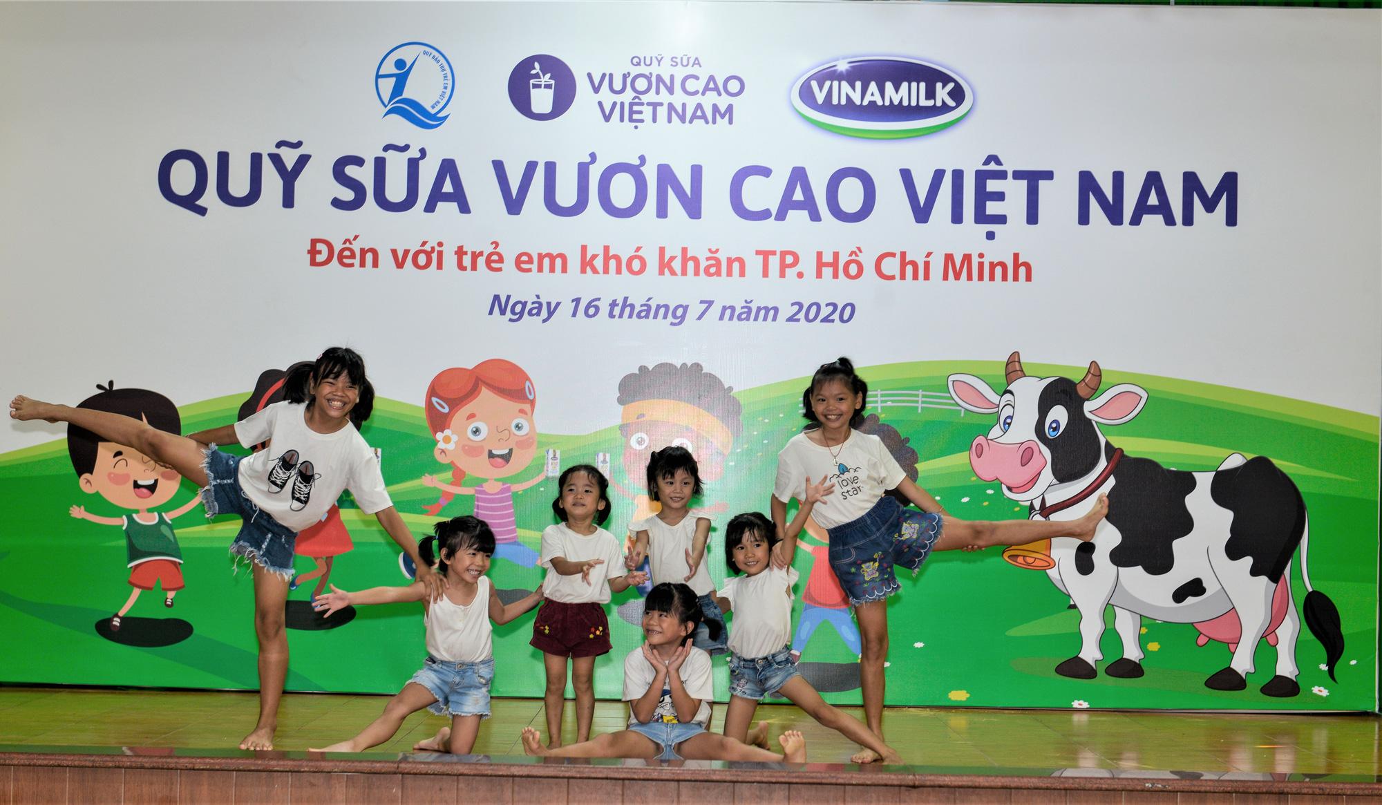 Quỹ sữa Vươn cao Việt Nam đến với trẻ khó khăn TP.HCM - Ảnh 1.