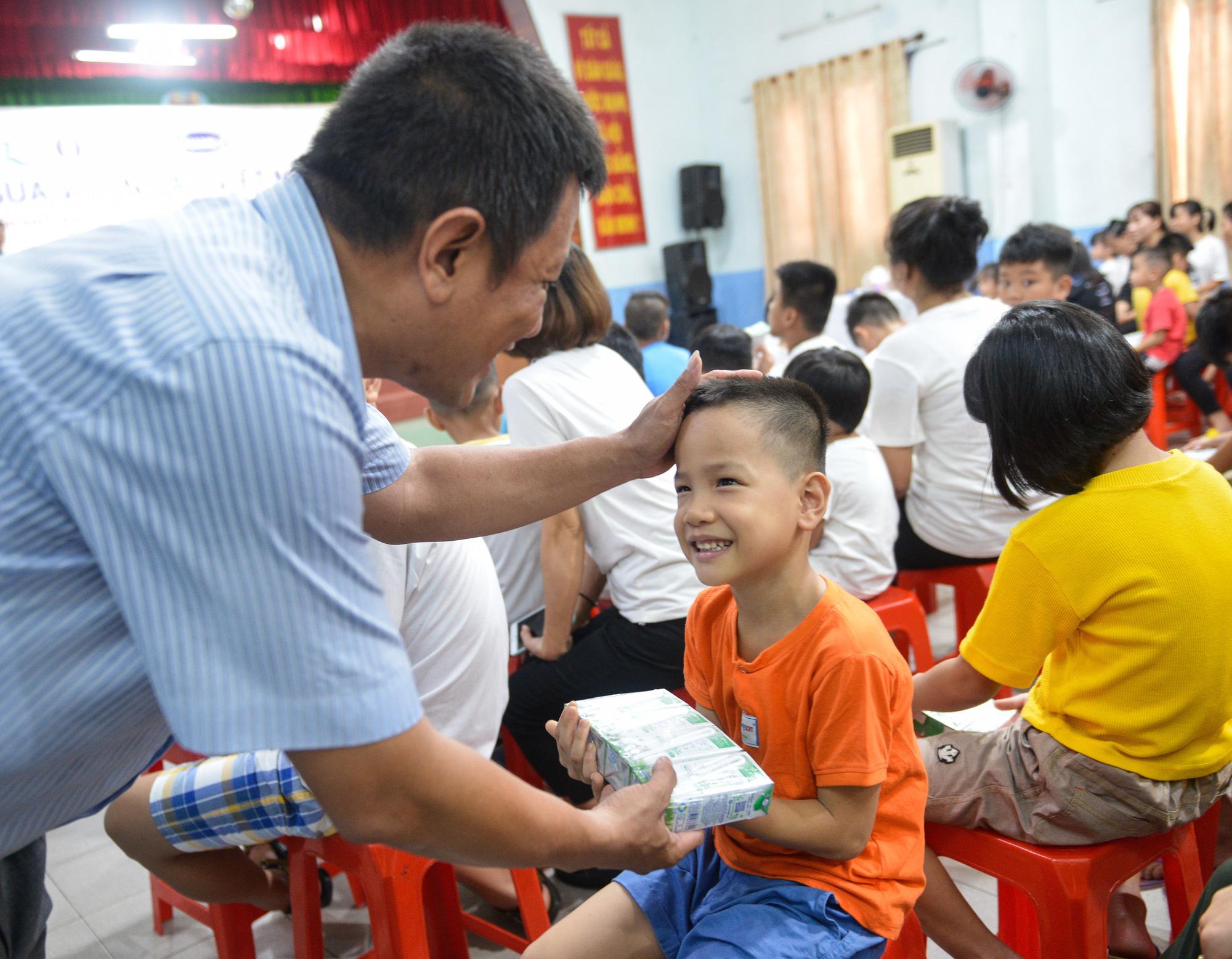 Quỹ sữa Vươn cao Việt Nam đến với trẻ khó khăn TP.HCM - Ảnh 5.