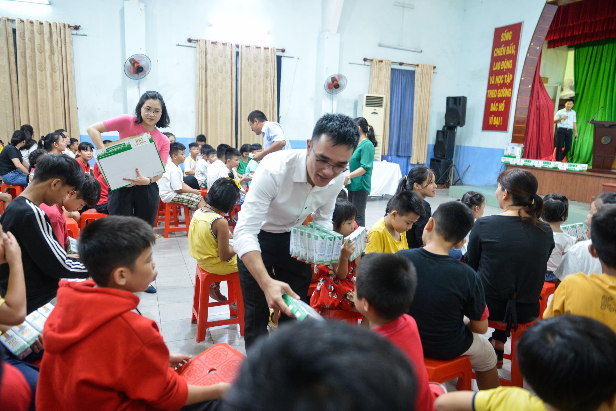 Quỹ sữa Vươn cao Việt Nam đến với trẻ khó khăn TP.HCM - Ảnh 4.