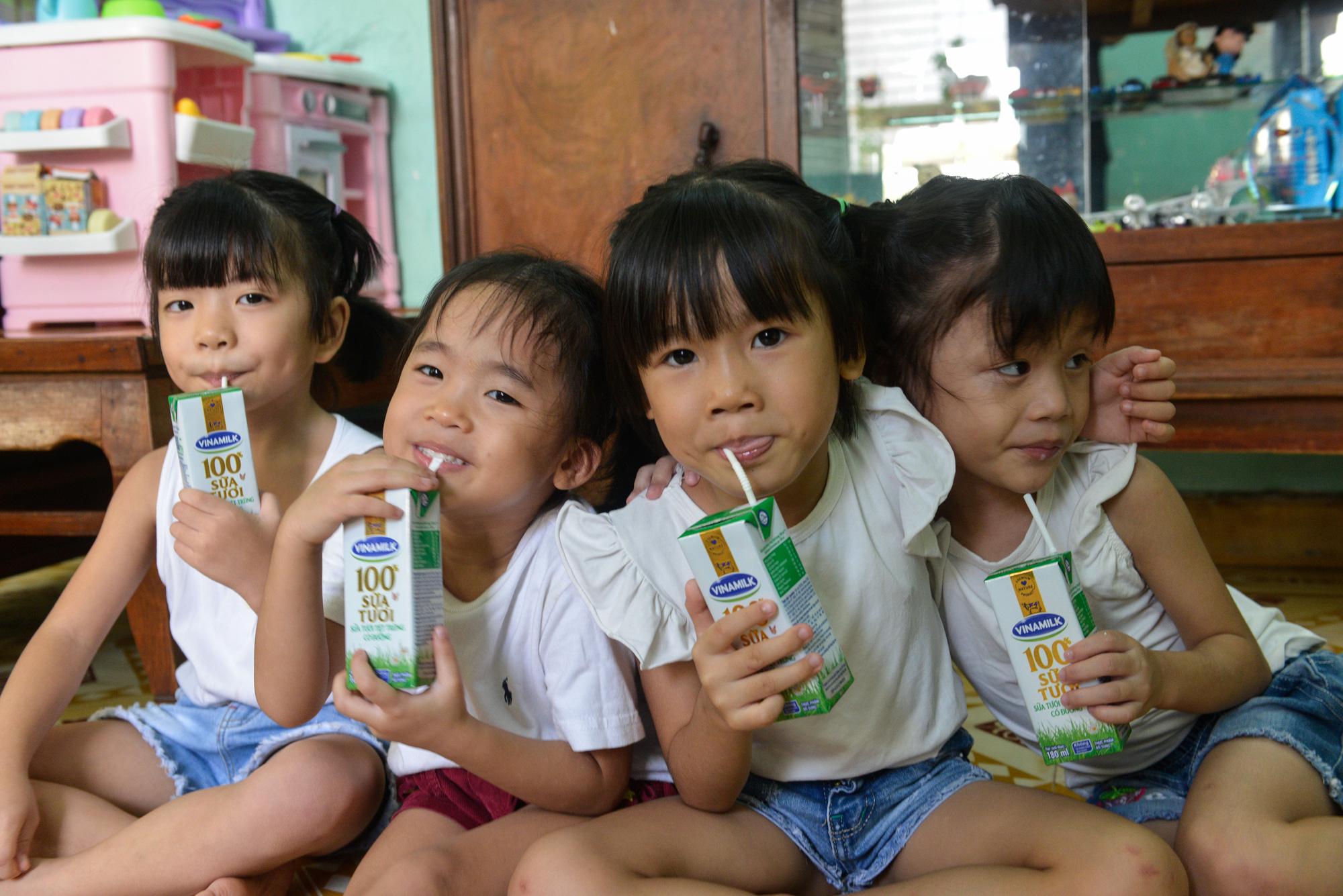 Quỹ sữa Vươn cao Việt Nam đến với trẻ khó khăn TP.HCM - Ảnh 7.