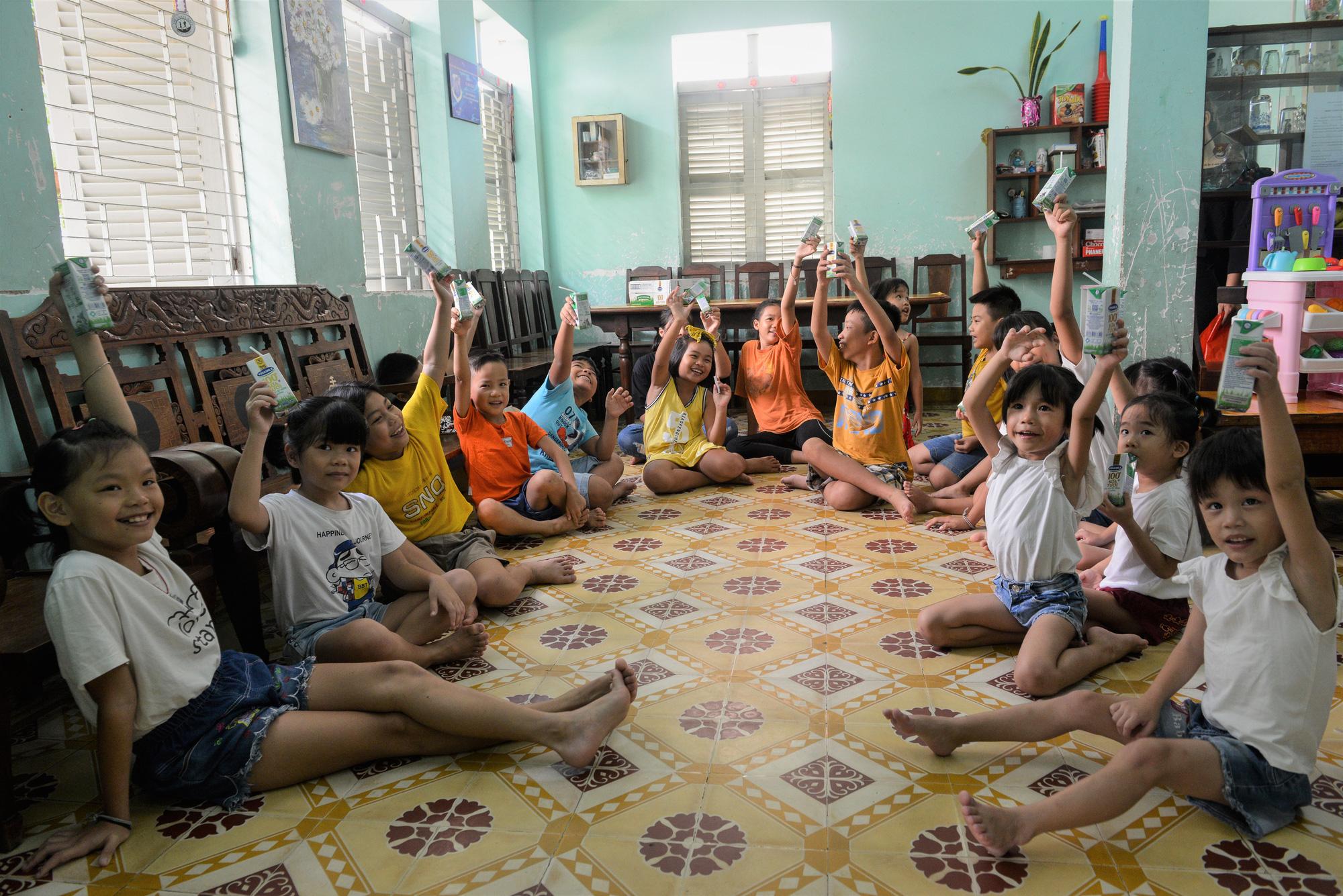 Quỹ sữa Vươn cao Việt Nam đến với trẻ khó khăn TP.HCM - Ảnh 6.