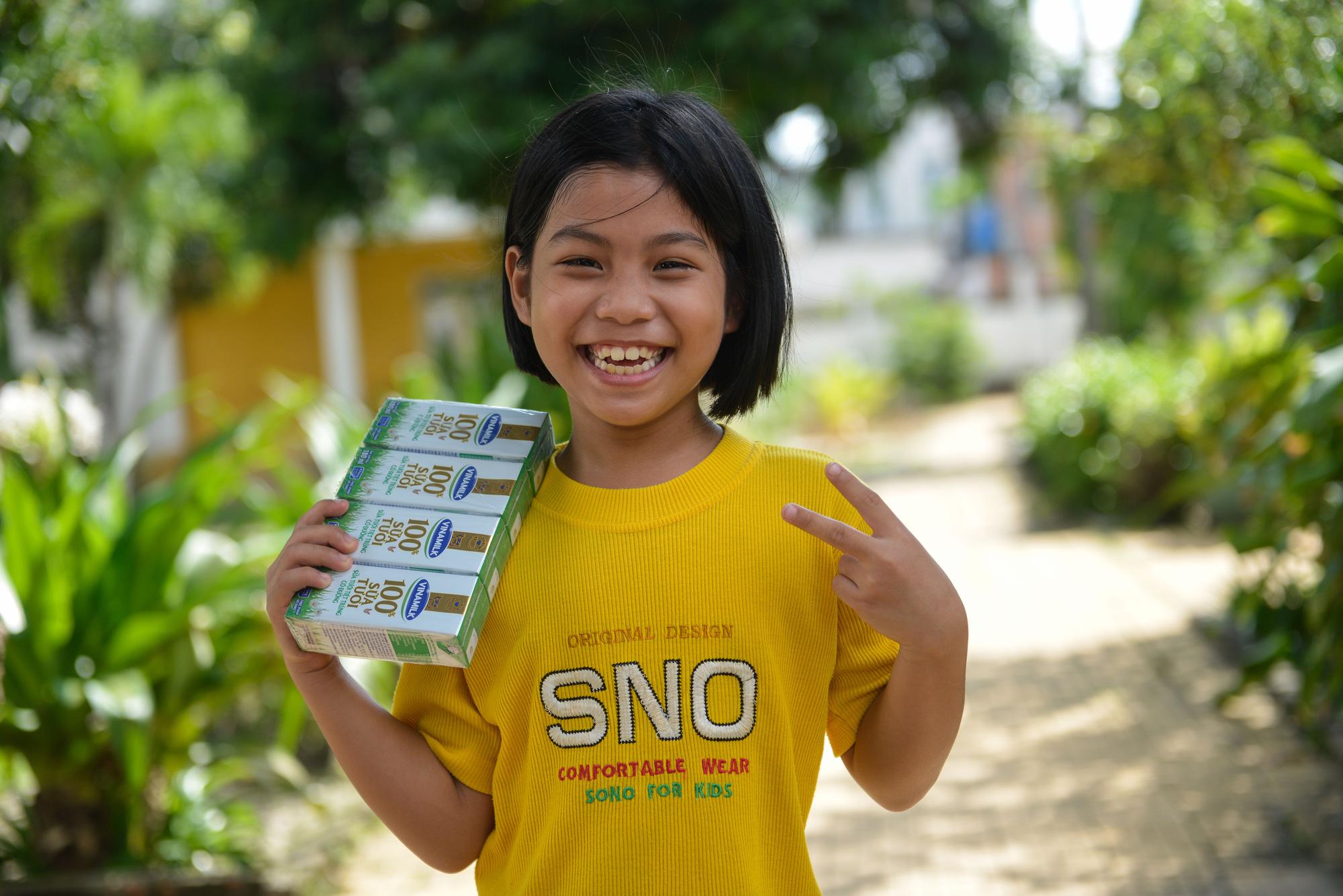 Quỹ sữa Vươn cao Việt Nam đến với trẻ khó khăn TP.HCM - Ảnh 10.