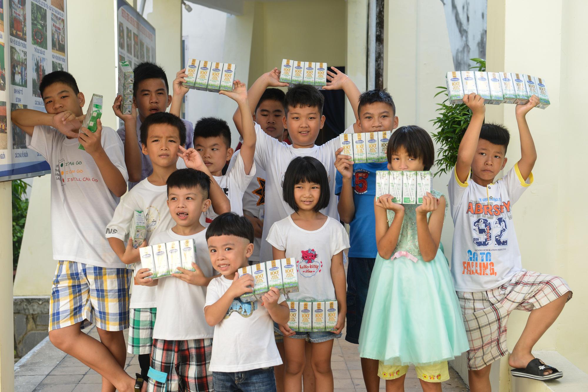 Quỹ sữa Vươn cao Việt Nam đến với trẻ khó khăn TP.HCM - Ảnh 12.