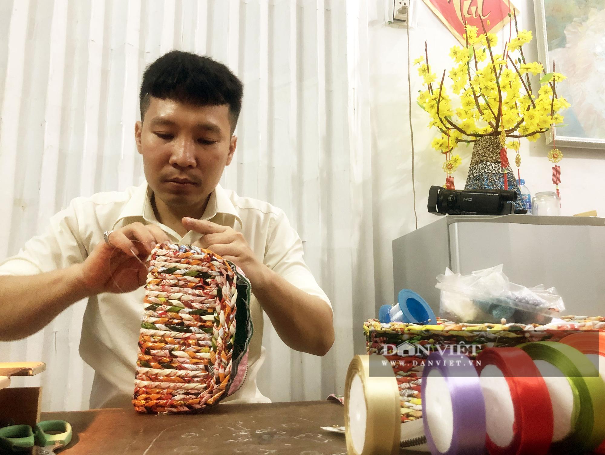 Ngỡ ngàng bộ sưu tập túi xách từ vỏ mì gói của thầy giáo mỹ thuật - Ảnh 5.