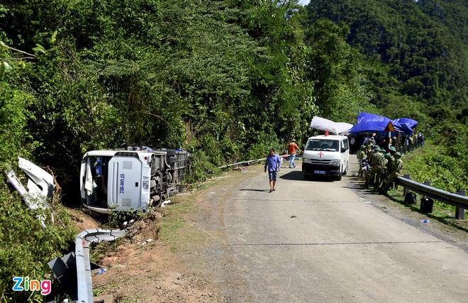 Vụ lật xe 15 người chết: Nhiều lãnh đạo, cán bộ Quảng Bình tử vong - Ảnh 1.