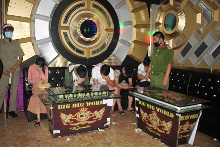 Quảng Nam: Không tập trung quá 20 người nơi công cộng, karaoke, vũ trường... tạm dừng hoạt động - Ảnh 3.
