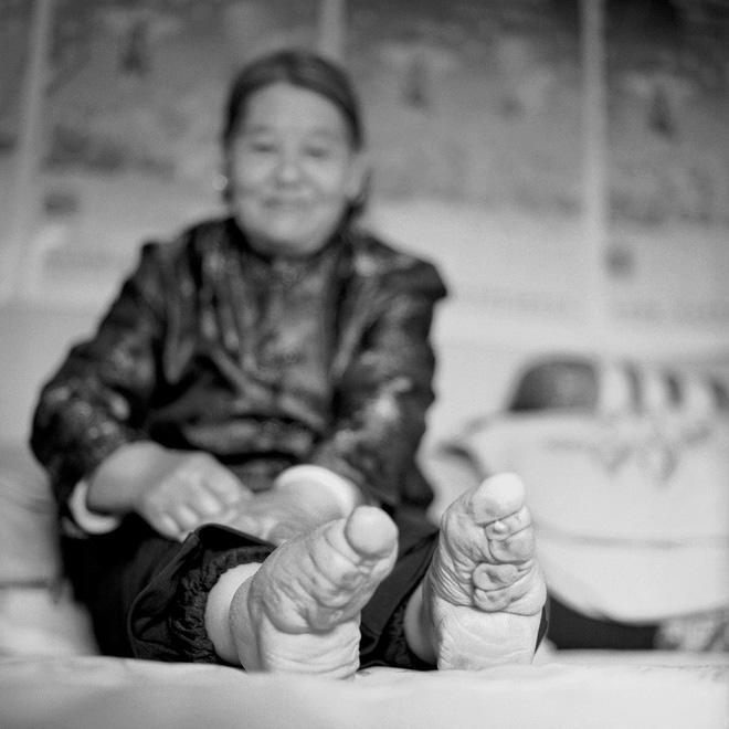 Thế hệ phụ nữ gót sen vàng ba tấc Trung Quốc biến mất vĩnh viễn? - Ảnh 13.