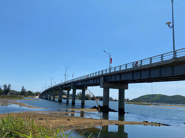 Quảng Ngãi: Đưa cầu 1,5 triệu đô nối 2 bờ sông Thoa nội thị Đức Phổ vào hoạt động  - Ảnh 3.