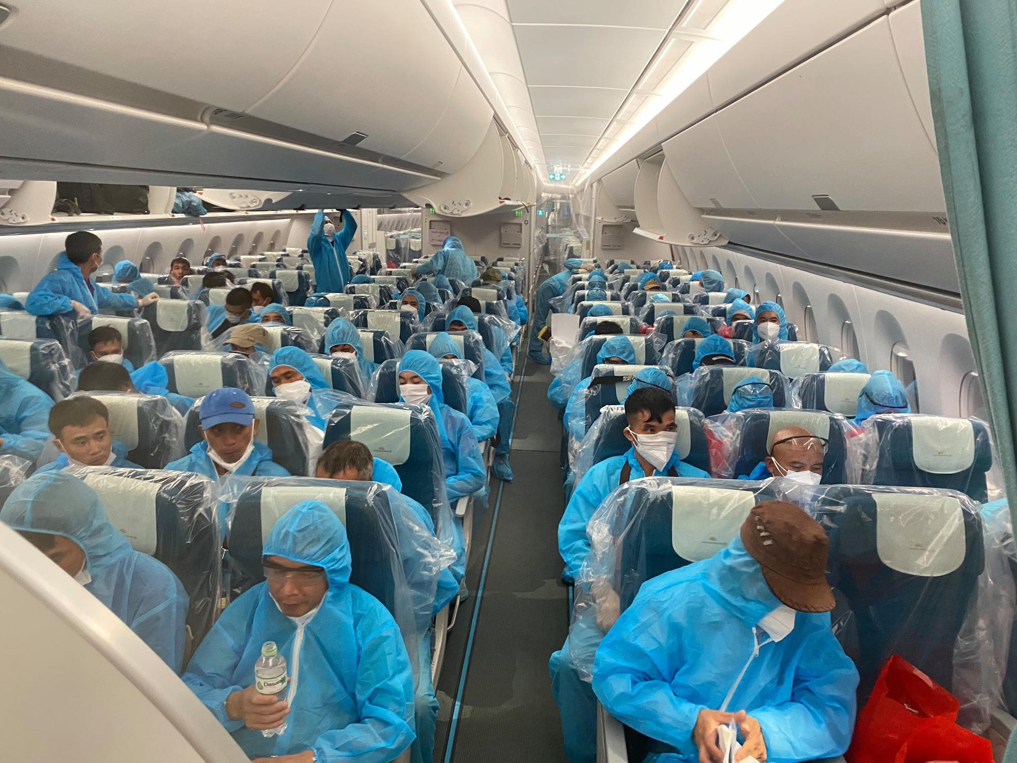 Chuyến bay chở 219 công dân tại Guinea Xích đạo về nước an toàn - Ảnh 2.