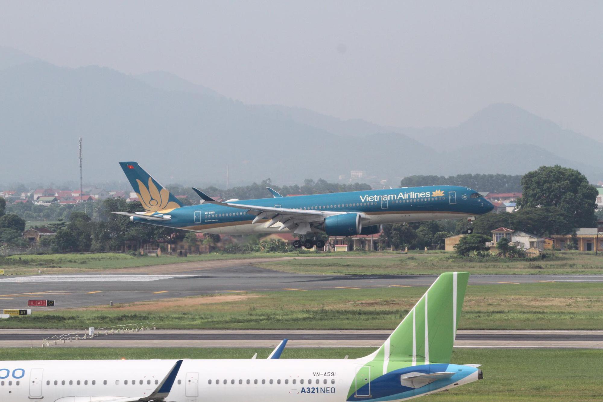 Vietnam Airlines chở 219 công dân Việt Nam t - Ảnh 1.