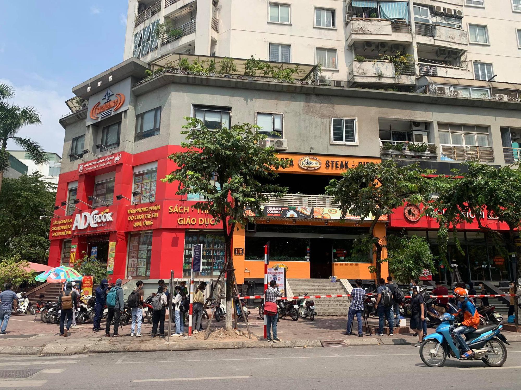 -19 tại Hà Nội: Phong toả và khử trùng quán pizza trên phố Trần Thái Tông - Ảnh 3.
