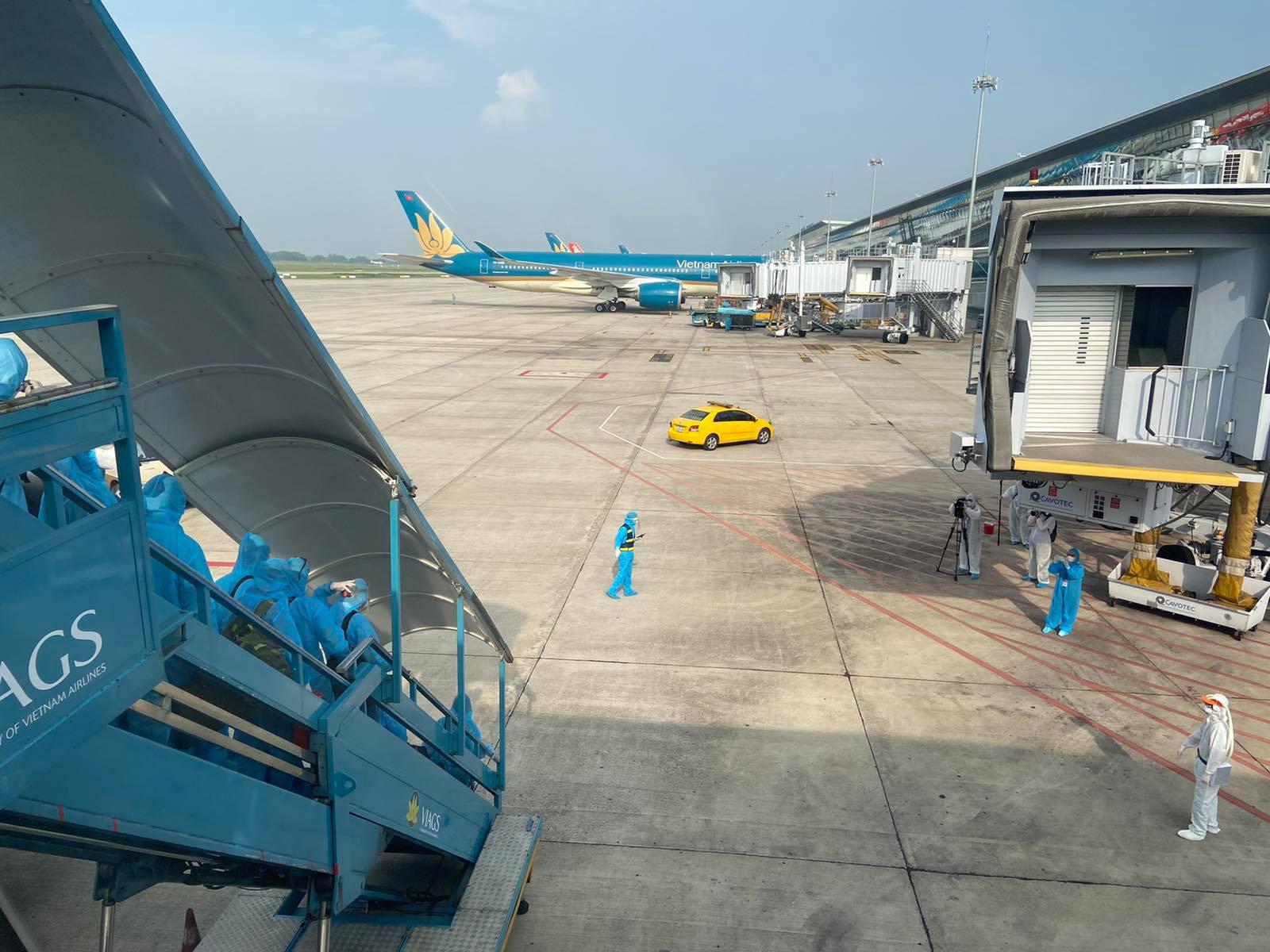 Chuyến bay chở 219 công dân tại Guinea Xích đạo về nước an toàn - Ảnh 8.
